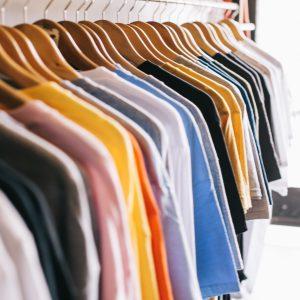 Trucos para eliminar el olor a humedad en la ropa