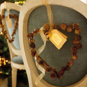 Decoración navideña en silla